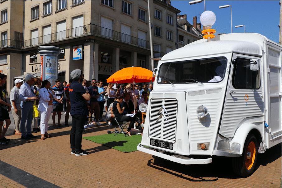 Le camion FundTruck installé Place Gambetta devant le jury et les spectateurs en 2018